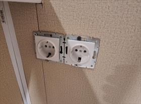 Монтаж розеток, точечных светильников и подключение тёплого пола