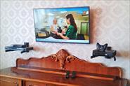 Подвес на стену и настройка телевизоров