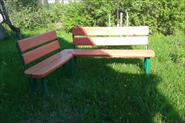 Угловая скамейка и турник на даче