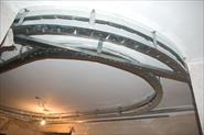 Двухуровневый потолок в коридоре со светодиодным освещением и