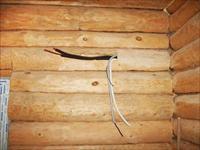 Как скрыть проводку на стене?